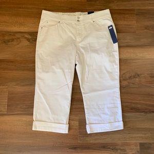 Cute NWT Bandolino Boheme White Jean Capris💕